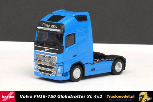 Herpa 303620-003 Volvo FH16 750 Globetrotter XL 4x2 trekker lichtblauw