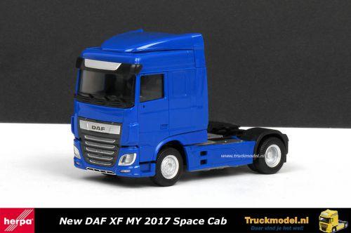 Herpa 309073 DAF XF MY 2017 Space Cab 4x2 trekker Blauw