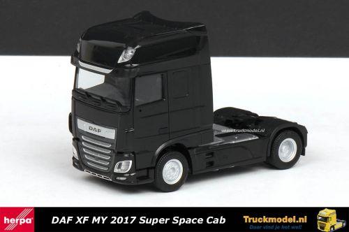 Herpa 309103 DAF XF MY 2017 Super Space Cab Trekker